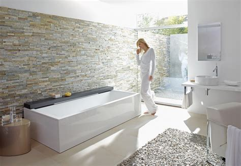naturstein im badezimmer fliesen blum freiamt freiburg - Fliesen Ein Badezimmerwand