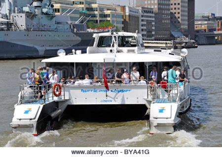 thames valley clippers riverboat sightseeing tour boat in ohio river between