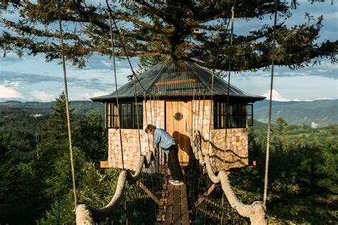 cool tree house guy quits his job to build a cool tree house and live like