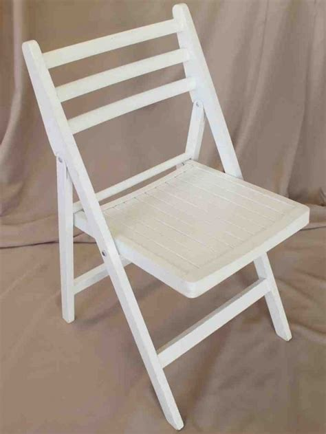 White Wood Folding Chairs by Best 25 Wooden Folding Chairs Ideas On
