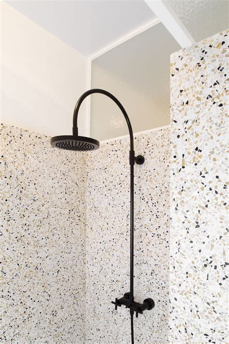 How Many Bathrooms Are There In The White House by Best 25 Black Shower Ideas On Modern Shower