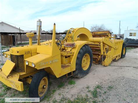 John Deere 840 Scraper