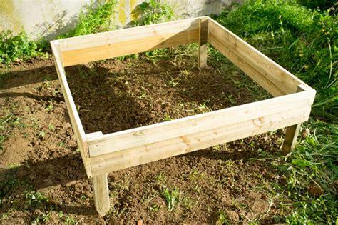 Carre Bois Pour Jardin by Jardin Carre En Bois Teciverdi