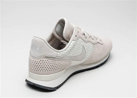 Sepatu Nike Internationalist nike internationalist lx bone