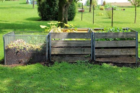 Backyard Compost by Ten Eco Friendly Fall Yard Tips Tata Howard
