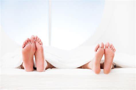 auf welcher matratze schlã ft am besten schlaf und darm schlafen sie auf der linken seite