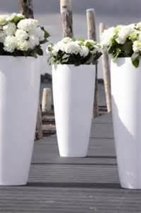 White Garden Pots Design Bloembakken En Tuindecoratie1 Jpg 399 215 600 Pixels