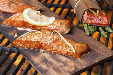 fisch grillen  wird gegrillter fisch zart und saftig