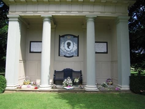 diana grave princess diana s grave at althorp house the spencer