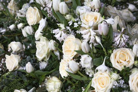 fiori per funerale fiori per funerali e condoglianze necrologie la repubblica