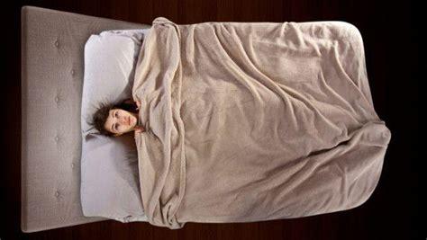 dormire senza cuscino salute e sonno dormire senza cuscino pro e contro