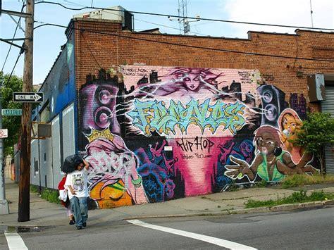 hip hop graffiti mural hunts point bronx  york city