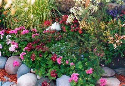 imagenes de jardines hechos con piedras como decorar un jardin con piedras