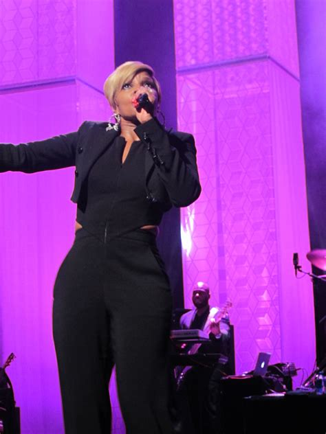 mary j blige 2015 concert exclusive watch mary j blige perform at 2015 tribeca