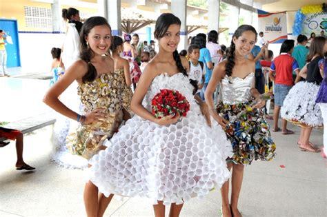 vestidos hechos con materiales reciclados un blog verde roupas feitas com material recicl 225 vel vestu 225 rio e