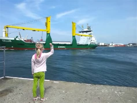 little girl convinces giant ship to blow its horn - Boat Horn Girl