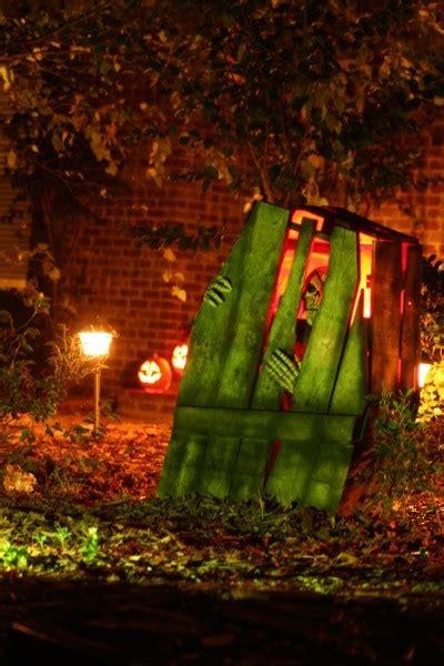 30 inspiring diy halloween decorations 50 best diy halloween outdoor decorations for 2017