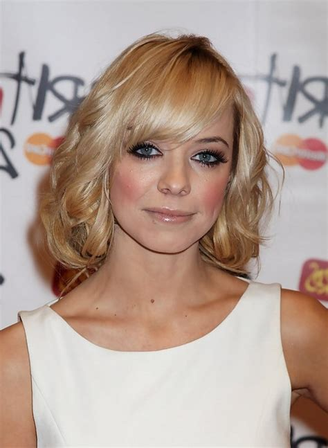 soft feminine hairstyle short bob style with short crop liz mcclarnon feminine short bob hairstyle with side swept