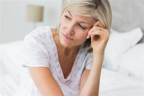 wann tritt pms auf pr 228 menstruelles syndrom das hilft frauen bei pms