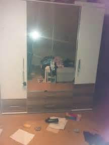 ikea kleiderschrank mit spiegel ikea kleiderschrank wei 223 spiegel foto unten schrank