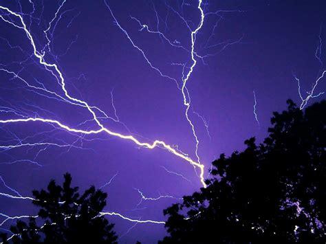 imagenes para fondo de pantalla rayos fondo de pantalla de rayo electricidad carga cielo