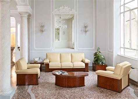 halbrunde sofas im klassischen stil gepolstertes sofa f 252 r wartezimmer im klassischen