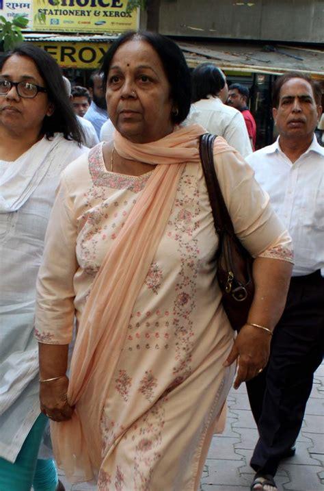 PIX: Uddhav Thackeray, friends, family at Vinay Apte's ...