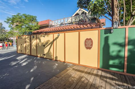 veranda wall photos adventureland veranda walls mickey