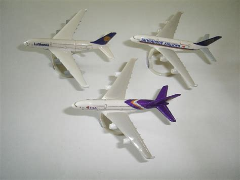 commercial plastic model airplanes airbus a380 2010 model airplanes set kinder surprise