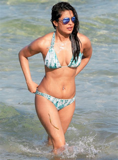 priyanka chopra en bikini priyanka chopra shows off her bikini bod in miami beach