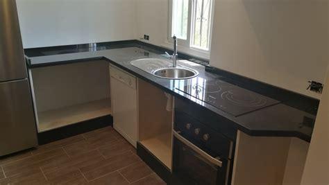 encimera negro zimbawe encimera de cocina en granito negro zimbawe con mueble de