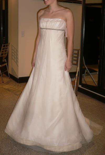 TIPS FOR CHOOSING THE RIGHT BRIDAL DRESS   WHITE CARPET