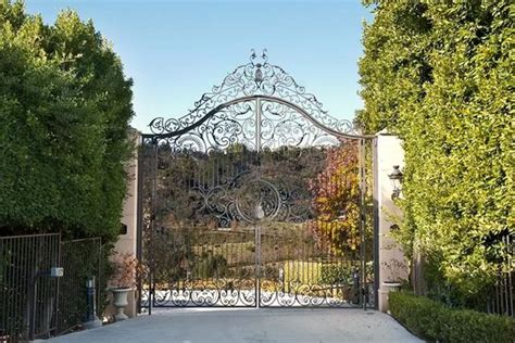 airbnb mansion los angeles inside neymar s 163 7 000 a night airbnb beverly hills