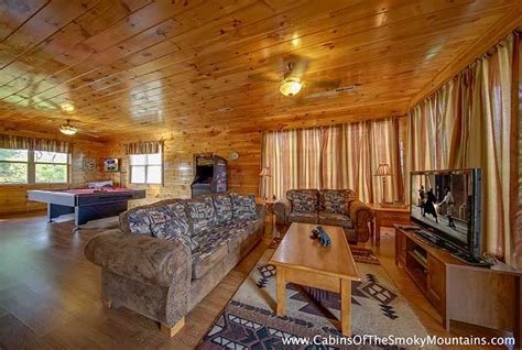 pigeon forge 2 bedroom suites pigeon forge cabin 6 suites lodge 6 bedroom sleeps