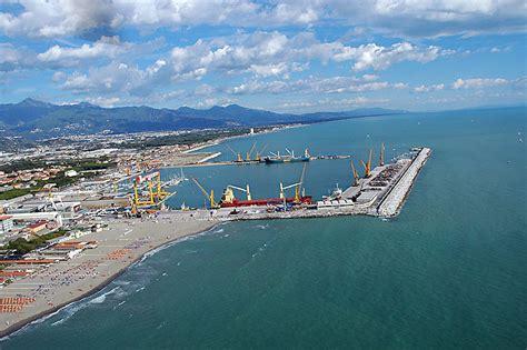 porto di massa sarzana botta raddoppiano il porto di