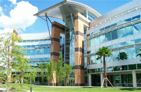 design and manufacturing uf small versus big schools a tale of two colleges