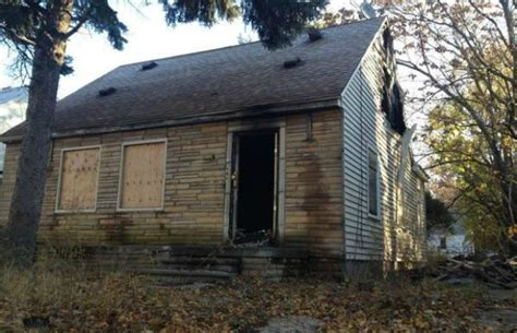 eminems house eminem s childhood home catches on fire in detroit rap basement