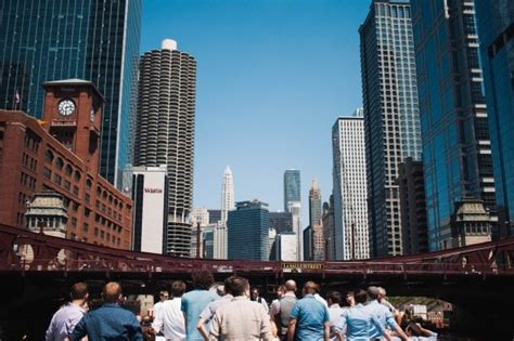why the chicago architectural boat tour is so popular - Chicago River Boat Charter