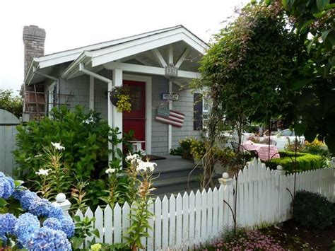 cottage picket fence picket fence cottage cannon houses