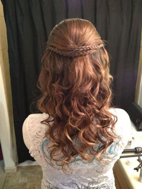 curly hairstyles for hoco 1000 ideas about curly homecoming hairstyles on pinterest