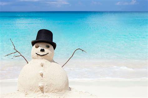 sand snowman   beach sheknowscomau sand snowman beach christmas snowmen pictures