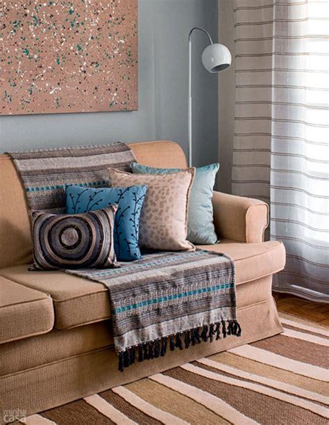 manta para sofa #1: 15-manta-colorida-sofa-bege-moderno.jpg