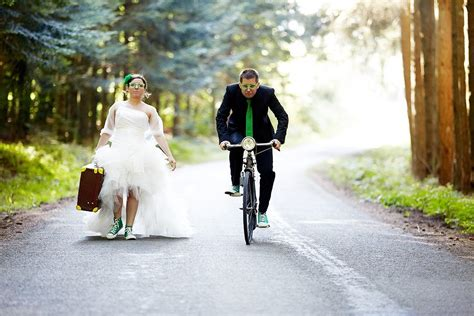 crazy wedding photos 45 craziest wedding photos of all time