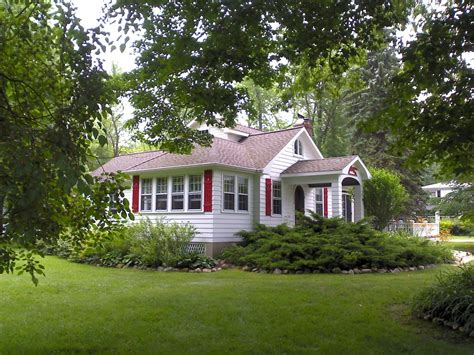 lake michigan cottage located between saugatuck and south