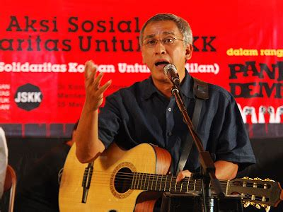 download mp3 iwan fals hadapi saja new version download lagu sangkala iwan fals ijinkan