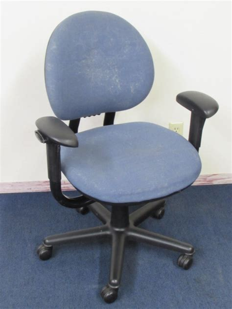 Sturdy Desk Chair by Lot Detail Sturdy Comfortable Blue Office Chair