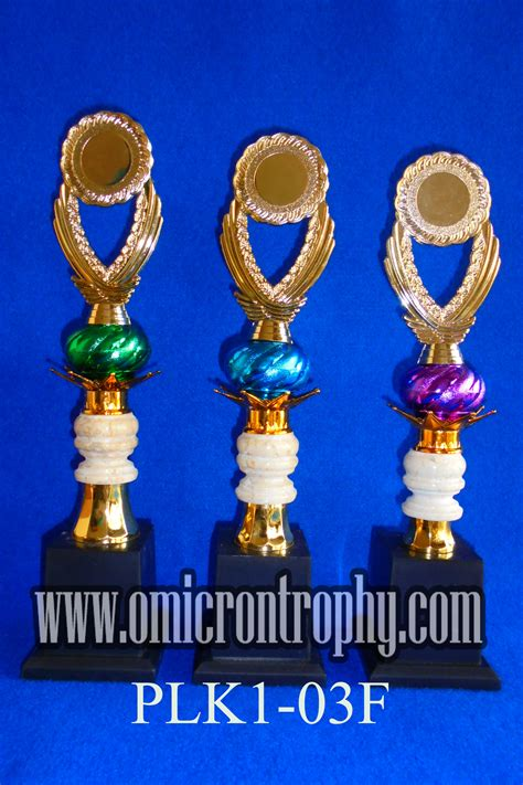 Piala Set Juara 123 Trophy Mtq Tatakan Kotak Plakat Figur Gold Murah 24 harga piala plastik omicron trophy