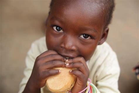 alimentazione africana save the children e planet funk l aiuto ai bambini passa