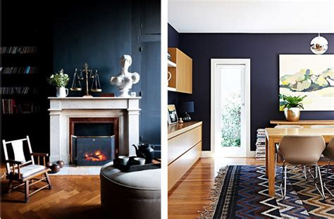 decorar paredes de un salon salones con paredes oscuras en tonos negros y azules