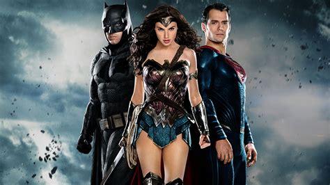 wonder woman mania che meraviglia sky cinema batman superman e wonder woman che la sfida abbia inizio